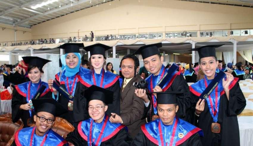 10 Jurusan Kuliah yang Bagus untuk Wanita Cepat Dapat Kerja